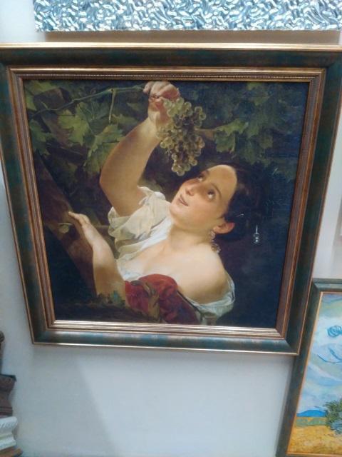 Картина «Девушка с виноградом» в раме 50х52 см - П226