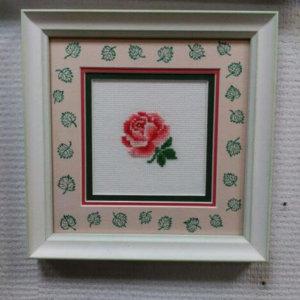 Выш/крестом «Роза» в раме 18х18 см – Щ243