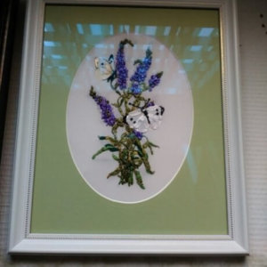 Выш/лентами «Цветок с бабочками» в раме 28х22 см – Щ246
