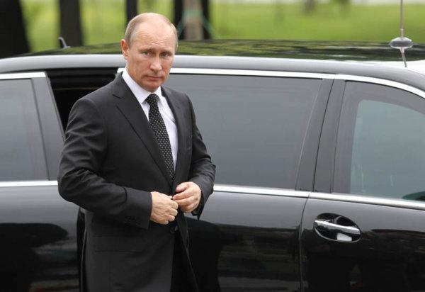 Vladimir Putin Lays Wreath To Mark The 72nd Anniversary Of The Nazi Invasion Of The Soviet Union